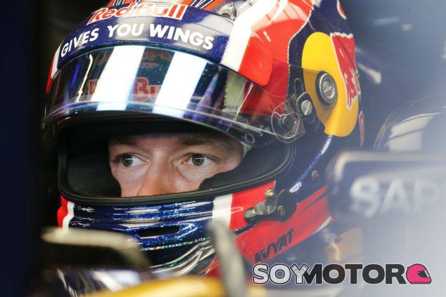 Kvyat durante un Gran Premio en 2016 - SoyMotor