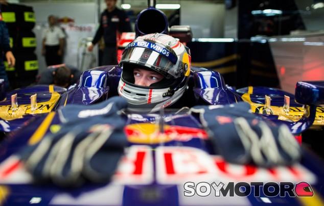 Daniil Kvyat superó a Jean-Eric Vernge en los Libres 1 del GP de Brasil 2013