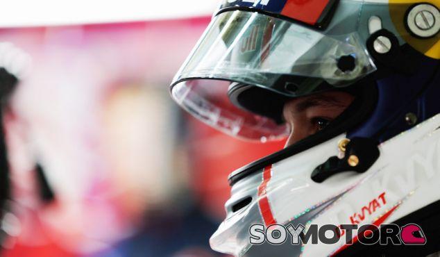 """Kvyat quiere ganar el campeonato """"paso a paso"""" - LaF1"""