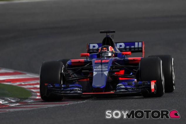 Daniil Kvyat en el STR12 - SoyMotor