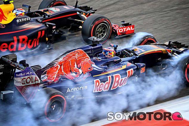 Max Verstappen y Daniil Kvyat en Abu Dabi - SoyMotor