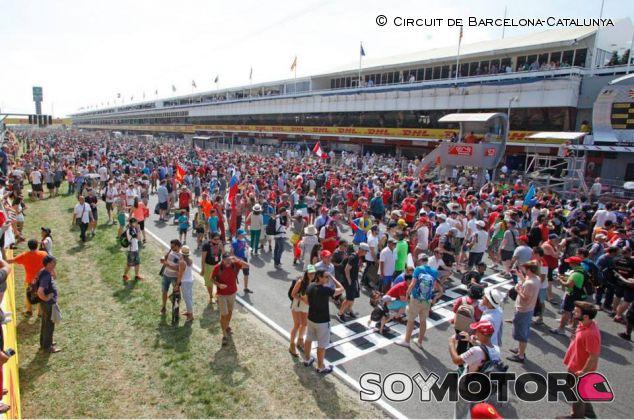 Recta de meta de Montmeló durante la invasión de pista del podio - LaF1