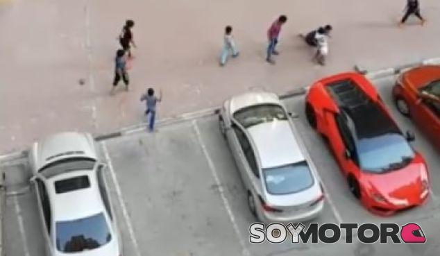 La portería más cara del mundo, el difusor de un Lamborghini Huracán - SoyMotor.com