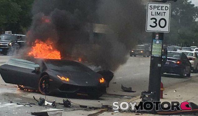 Lambo Huracán en llamas: el conductor se salva por segundos - SoyMotor