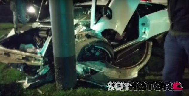 Otro Lamborghini con el dueño incorrecto: ¡destrozo total! - SoyMotor.com