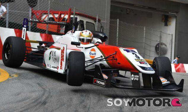 Lance Stroll, crítico con Ferrari - LaF1