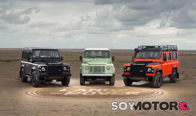 Tres de las generaciones del Land Rover Defender unidas - SoyMotor