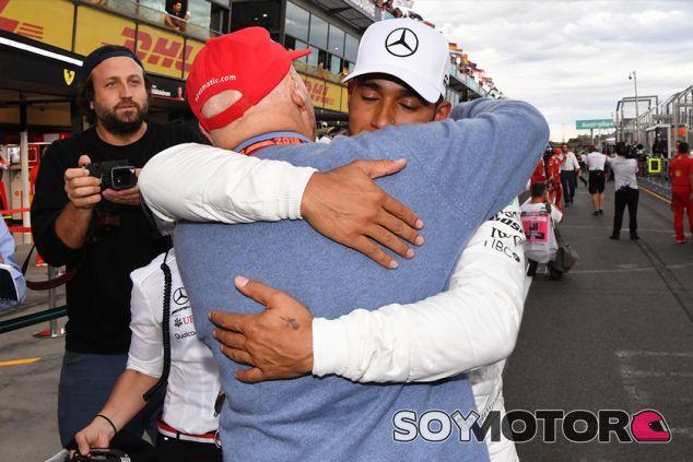 Niki Lauda y Lewis Hamilton en Australia - SoyMotor.com