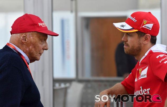 Lauda y Vettel en el paddock - SoyMotor