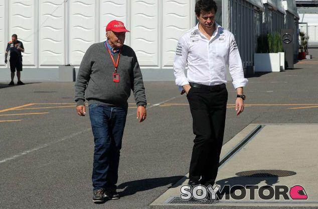 Niki Lauda y Toto Wolff en Suzuka - SoyMotor.com