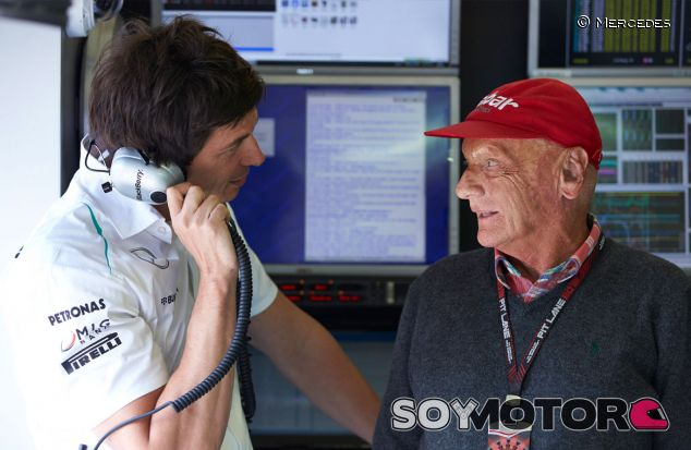 Niki Lauda junto a Toto Wolff en Spa-Francorchamps