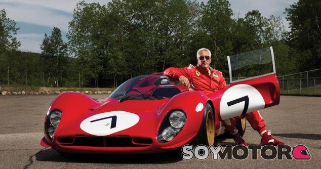 Lawrence Stroll junto a su Ferrari 330 P4 - LaF1