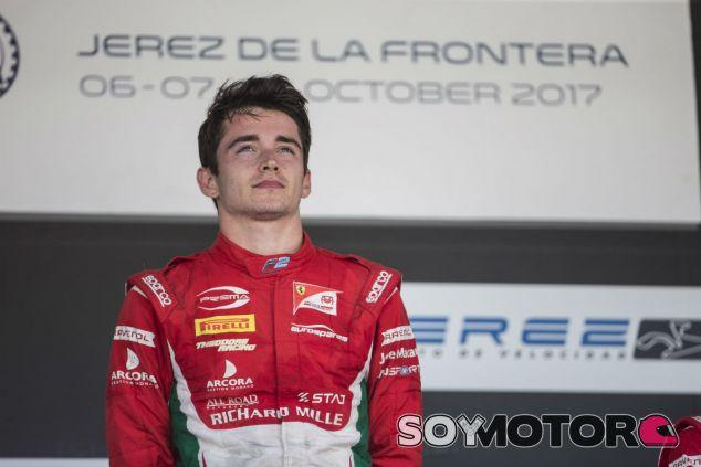 Charles Leclerc en el podio de Jerez - SoyMotor.com