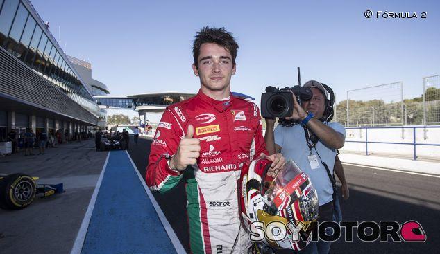 Leclerc, sonriente al acariciar el título - SoyMotor