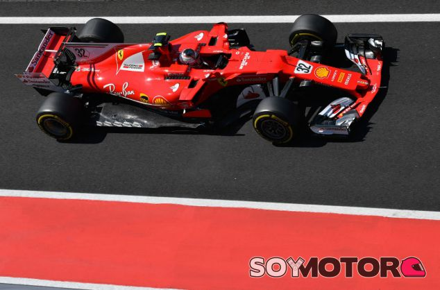 Leclerc durante el test postGP de Hungría con Ferrari - SoyMotor.com