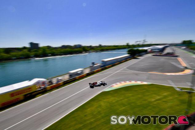 El Alfa Romeo Sauber aproximándose al Muro de los Campeones – SoyMotor.com