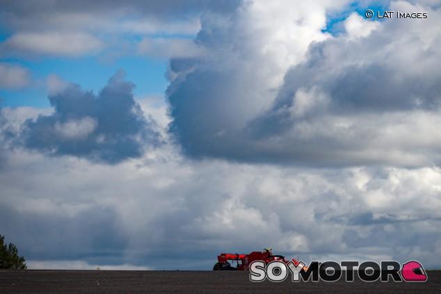 """Leclerc: """"Cada vez que ponemos mucho combustible tenemos problemas"""" - SoyMotor.com"""