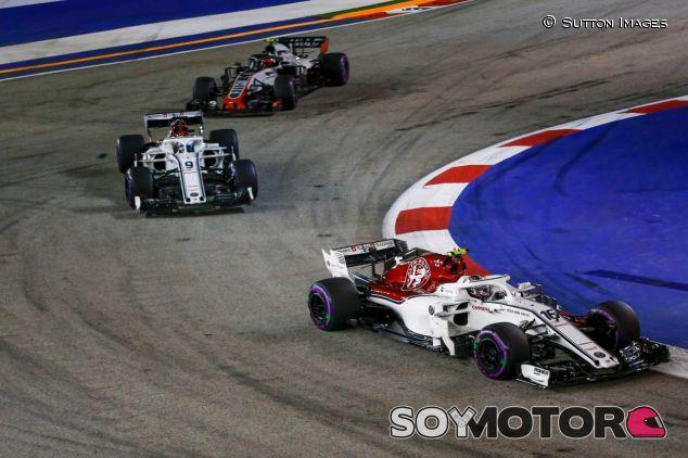Los Sauber, delante de Kevin Magnussen –SoyMotor.com