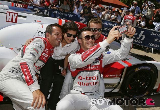 Leena Gade con los pilotos de su LMP1: André Lotterer, Benoit Tréluyer y Marcel Fässler - LaF1