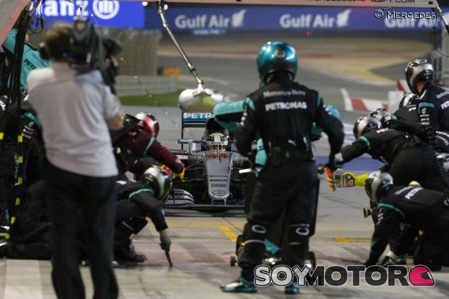 Lowe pronostica una carrera con muchas paradas - LaF1