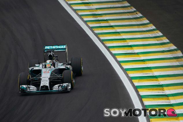 Senna, en la memoria de Hamilton cada vez que aterriza en Brasil - LaF1