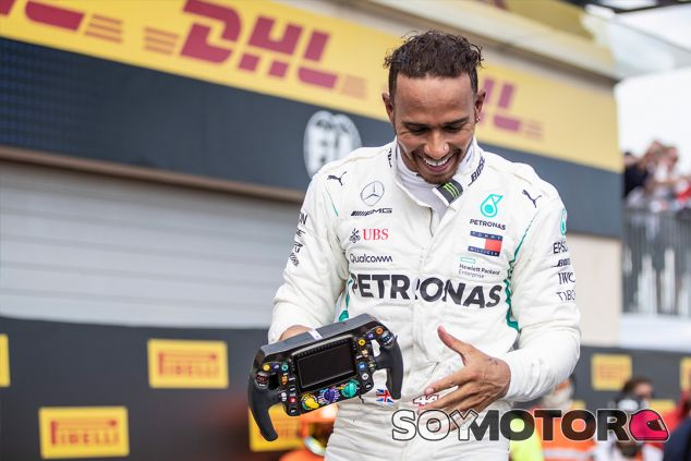 Lewis Hamilton celebra su victoria en Paul Ricard - SoyMotor.com