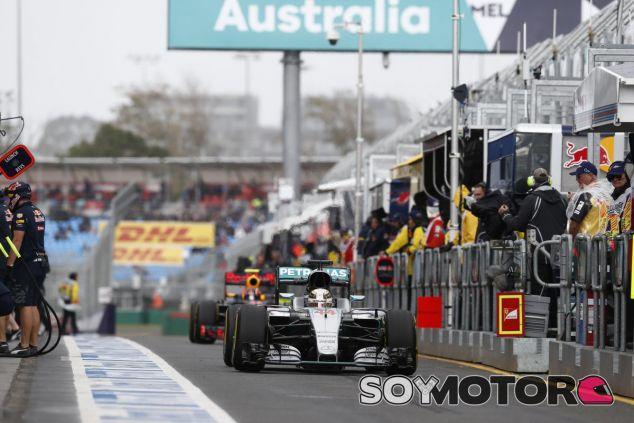 Hamilton consigue la primera pole de la temporada - LaF1