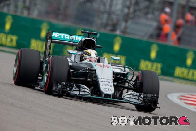 Bernie Ecclestone evitó otro posbile fin de semana desastroso para Hamilton - LaF1