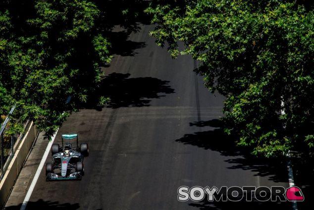 Hamilton se vio envuelto en problemas de ajustes de motor durante la carrera - LaF1