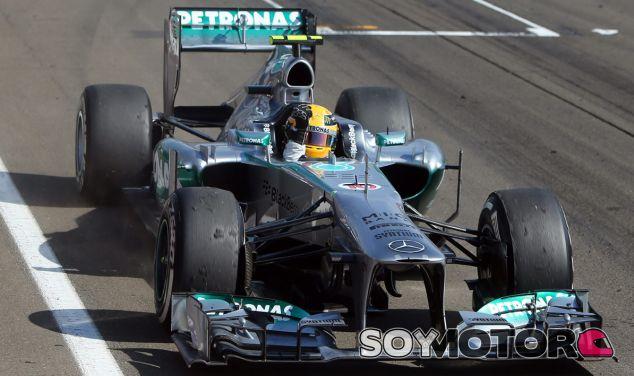 Lewis Hamilton celebra su victoria en Hungaroring