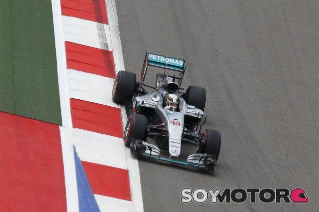 Hamilton ha liderado los Libres 3 - LaF1