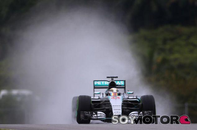 Lewis Hamilton logró la pole en Sepang - LaF1.es