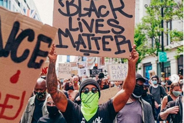 Hamilton participa en la manifestación del 'Black Lives Matter' de Londres - SoyMotor.com