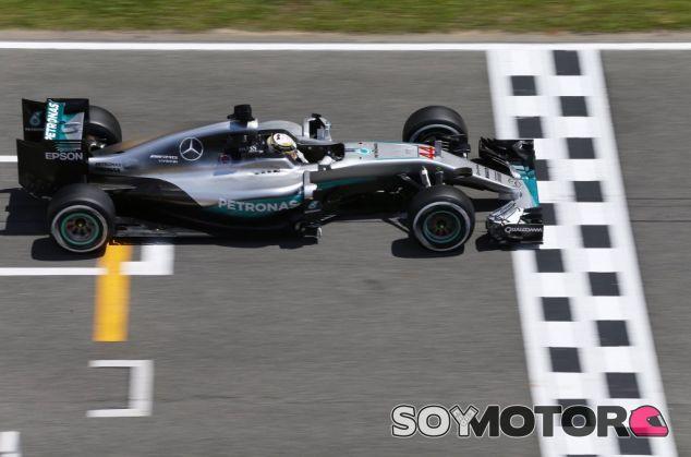 Hamilton ha sido casi tres décimas más rápido que Rosberg - LaF1