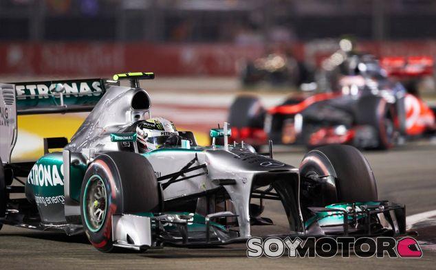 Lewis Hamilton en Singapur, seguido de Jenson Button - LaF1