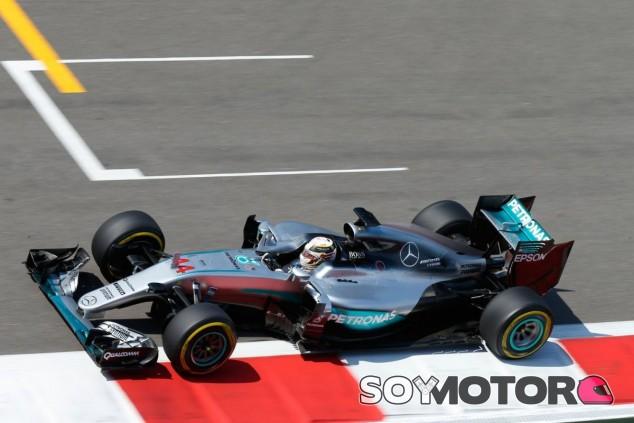 Lewis Hamilton impresionó al equipo con su actuación en Sochi - LaF1