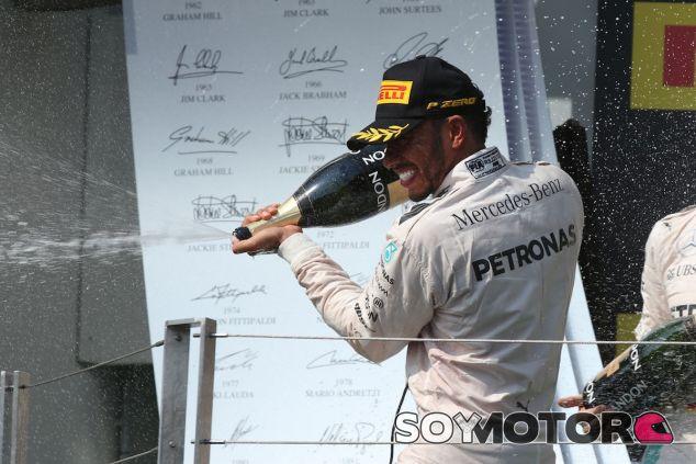 Lewis Hamilton en el podio de Hungaroring - LaF1