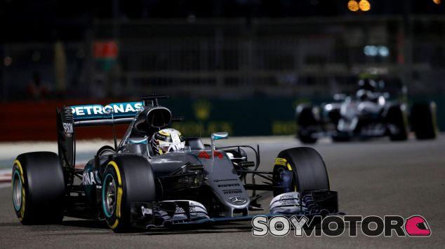 Lewis Hamilton recibe el apoyo de la familia Rosberg - SoyMotor