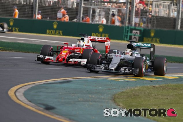 Lewis Hamilton y Sebastian Vettel luchan en Australia - LaF1