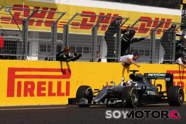 Hamilton gana el Gran Premio de Hungría - LaF1