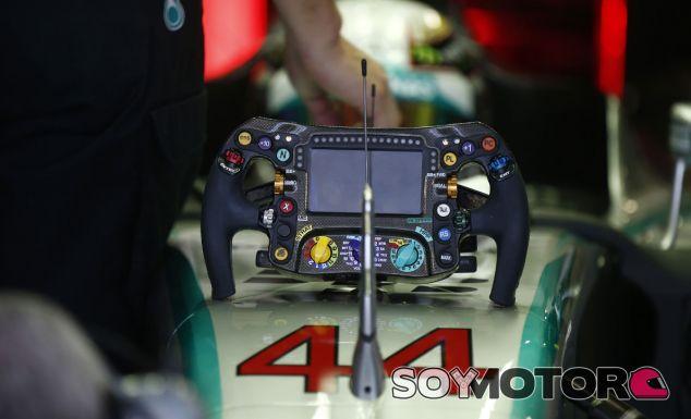 Hamilton quiere mantener su dorsal número 44 para 2015 - LaF1.es