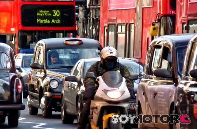 Londres cobrará 12 euros extra a los coches más contaminantes