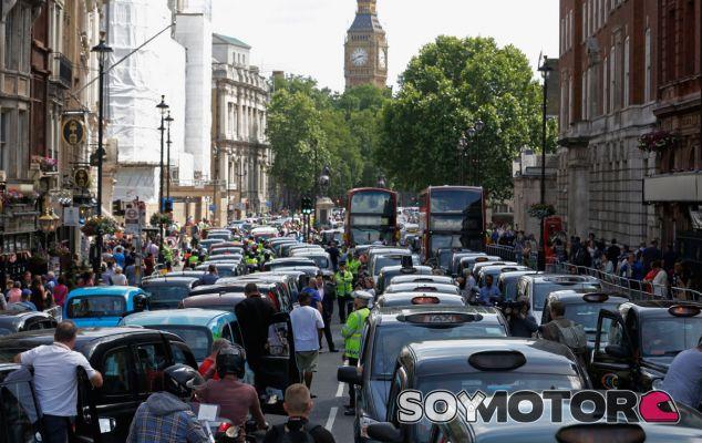 Londres prohibirá la circulación cerca de los colegios - SoyMotor.com