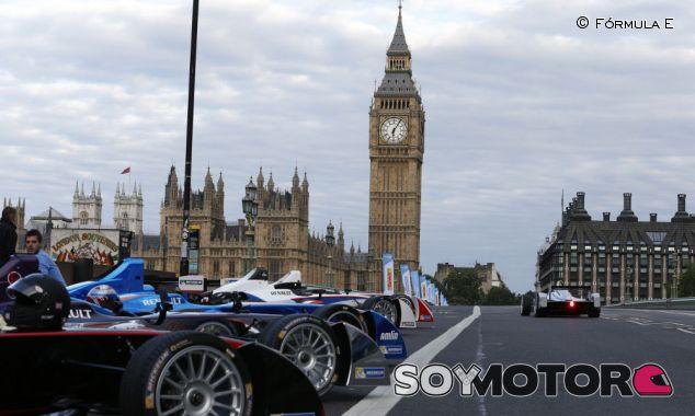 La Fórmula E ya ha disputado carreras por las calles de la capital de Inglaterra - LaF1