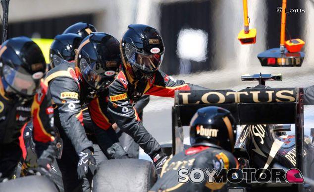 Mecánicos de la escudería Lotus