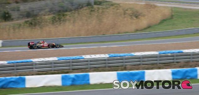 Pastor Maldonado con el E22 en Jerez - LaF1