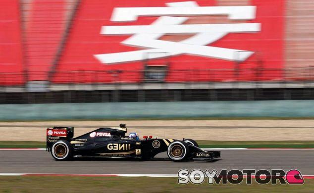 Joylon Palmer a los mandos del Lotus E23 en Shanghai - LaF1.es