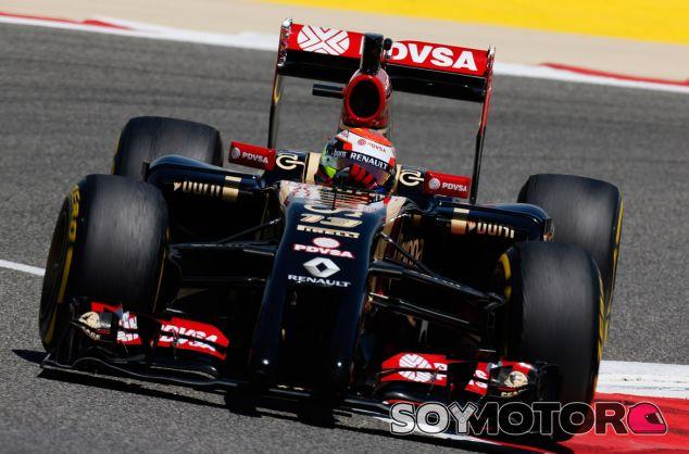 Pastor Maldonado a los mandos del Lotus E22 - LaF1