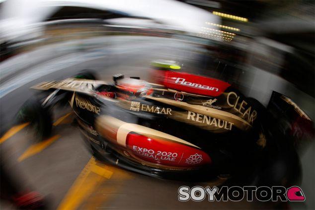 Romain Grosjean sale a la pista de Interlagos con su E21 - LaF1