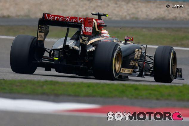 Pastor Maldonado a los mandos de su Lotus en Shanghái - LaF1